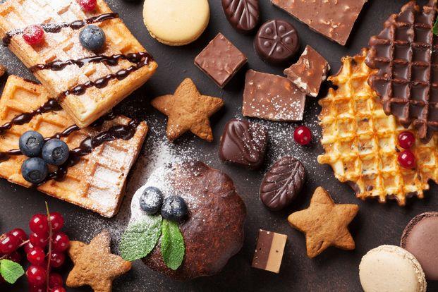 お口に入れると思わず唸っちゃうくらい絶品すぎるチョコスイーツを作ってみませんか?ぱくっと気軽に食べられるスイーツなら、ちょっとだけ気になる彼や友達にもプレゼントしやすいですよ。好感度アップ間違いなしの「メチャうまチョコスイーツ」レシピをたっぷりご紹介します。