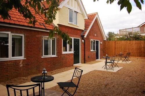 The Victory At Mersea West Mersea Featuring Free Wifi And A Restaurant The Victory At Mersea Offers Pet Friendly Accomm Hotel Patio Pet Friendly Accommodation