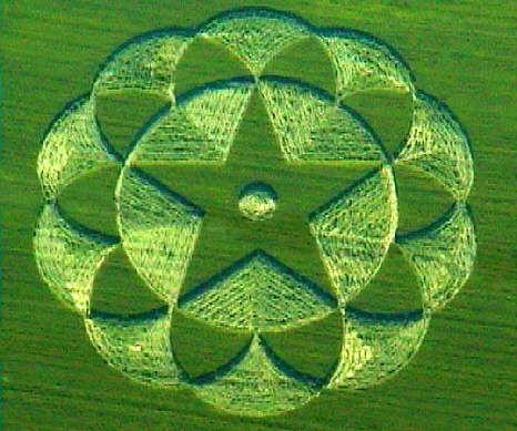 1998.06.20 'Mandala' (61m), Avebury Trusloe, Wiltshire, blé [1]