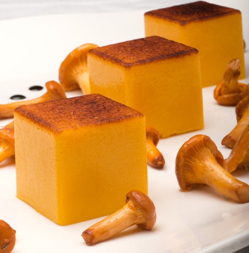 Crema bruciata di Grana Parmigiano 18 mesi con finferli e aceto balsamico di Modena 30mesi