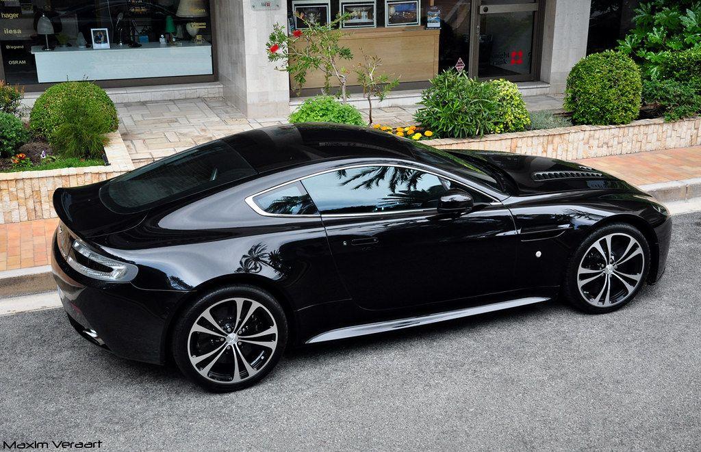 Aston Martin V12 Vantage Carbon Black Edition Interior