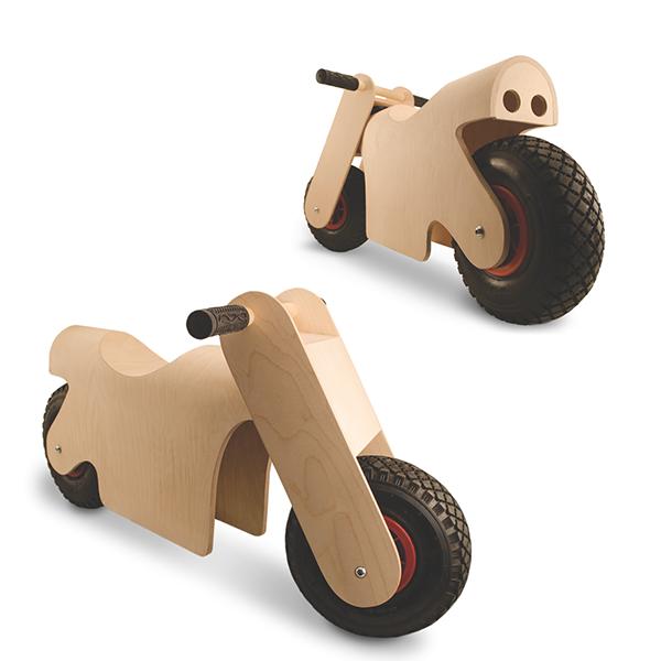 Potkis on 3-5 vuotiaiden lasten potkumopo. Se opettaa tasapainoa ennen polkupyörän hankintaa ja on hauska ajaa niin sisällä kuin ulkonakin. Potkis on turvallinen puutuote UPM Gradasta ja tarjoaa lapselle vauhdikkaat ajelut. Idea Potkikseen syntyi kiinnost…