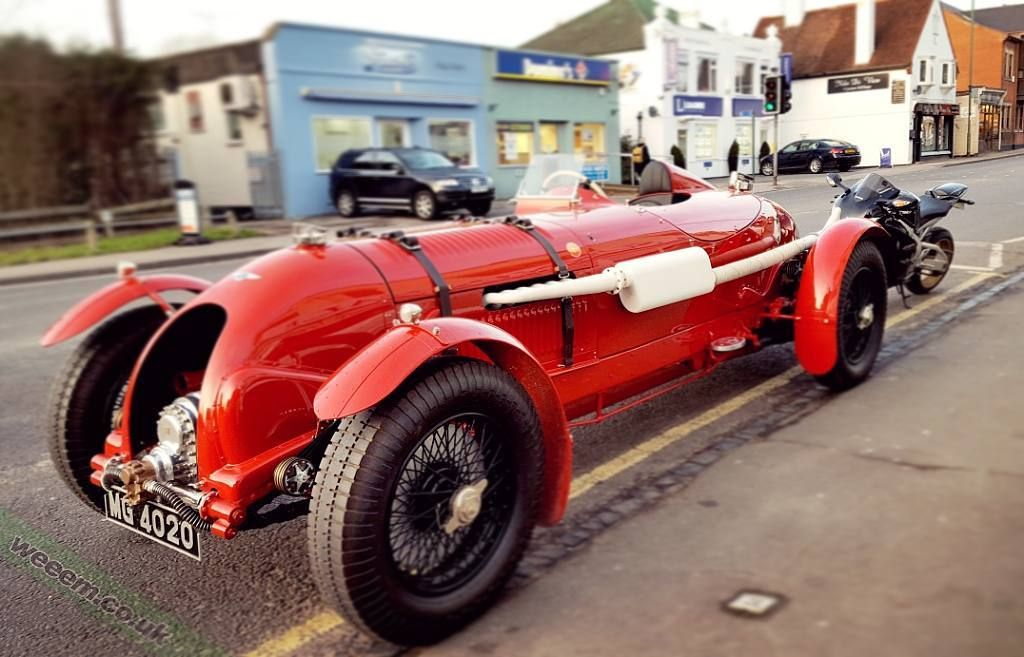 Saw this old boy on the side of the road so the #FireWeem wanted to sniff it's ass. Pedigree confirmed   Rare old #Bently for sure   #bently #restored #forsale #classiccar #brooklands #iif