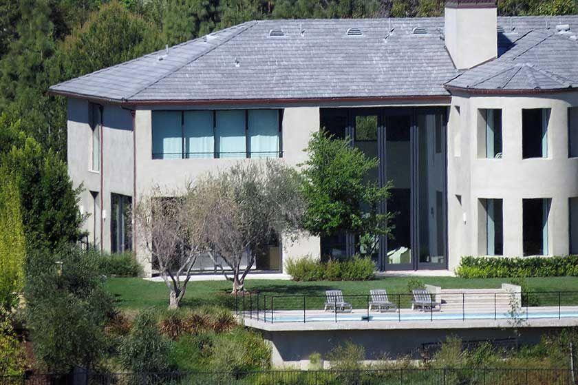 Kim Kardashian Kanye West Sell Bel Air Mansion For 17 8 Million
