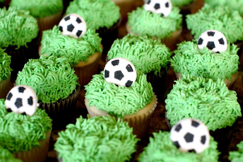 Soccer Ball Cupcakes Could Also Do These With Mini Chocolate Soccer Balls Soccer Cupcakes Soccer Birthday Parties Jenny Cookies