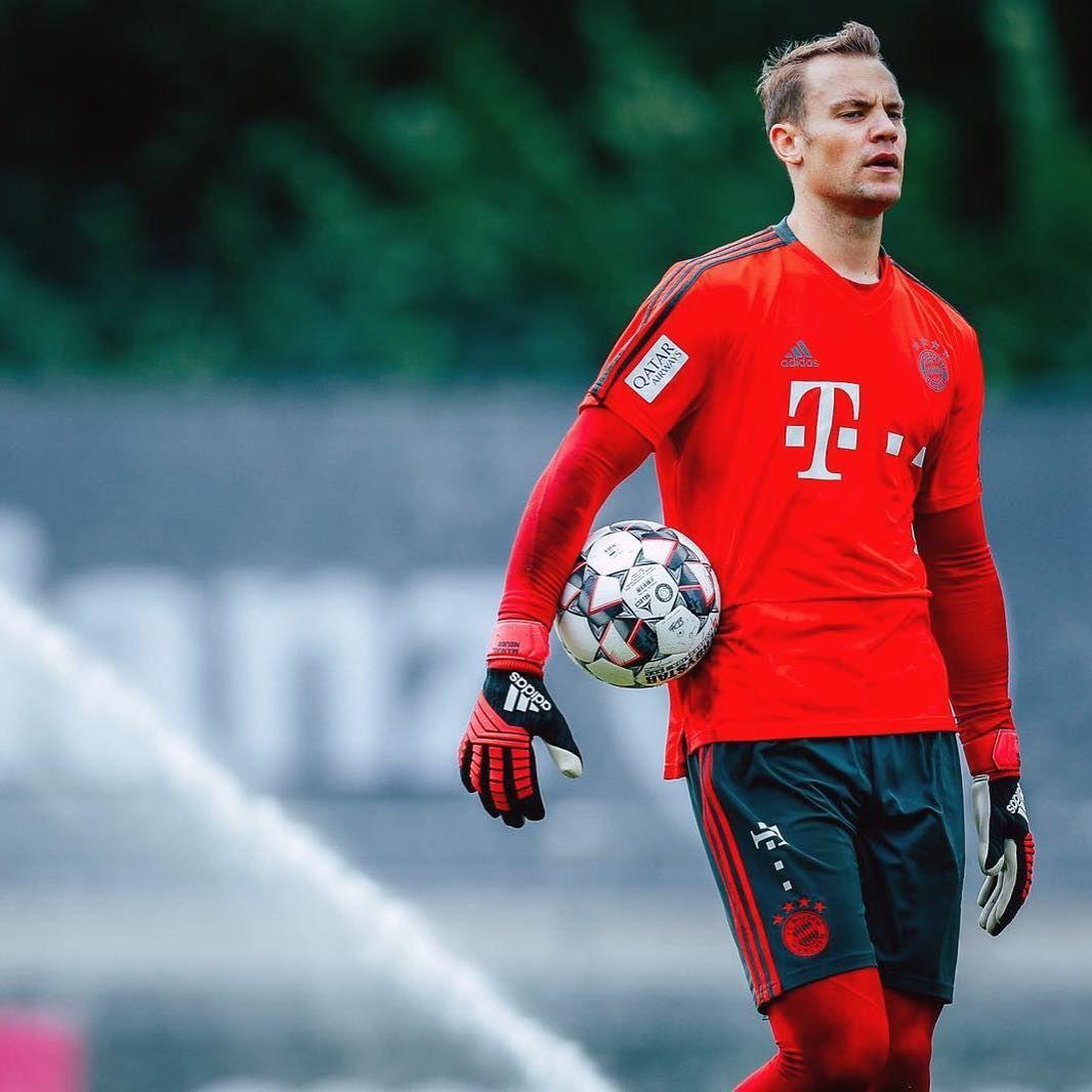 Last Training And Off To Frankfurt Supercup Is Waiting Sgefcb Best Football Players Manuel Neuer Football