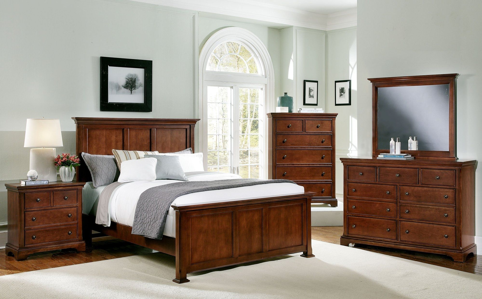 Superbe Bassett Furniture Cherry Bedroom Set
