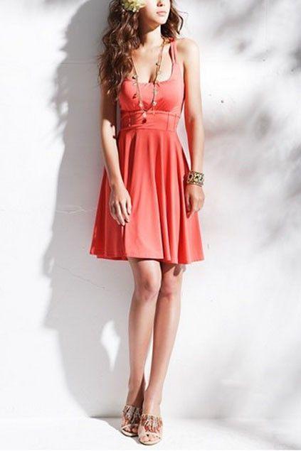 vestido curto com cintura alta - http://vestidododia.com.br/dicas/vestido-para-as-magrinhas/