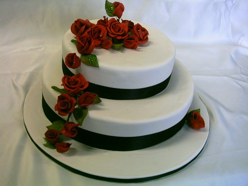 2 Tier Round Wedding Cake With Blood Red Roses Frescofoodsconz