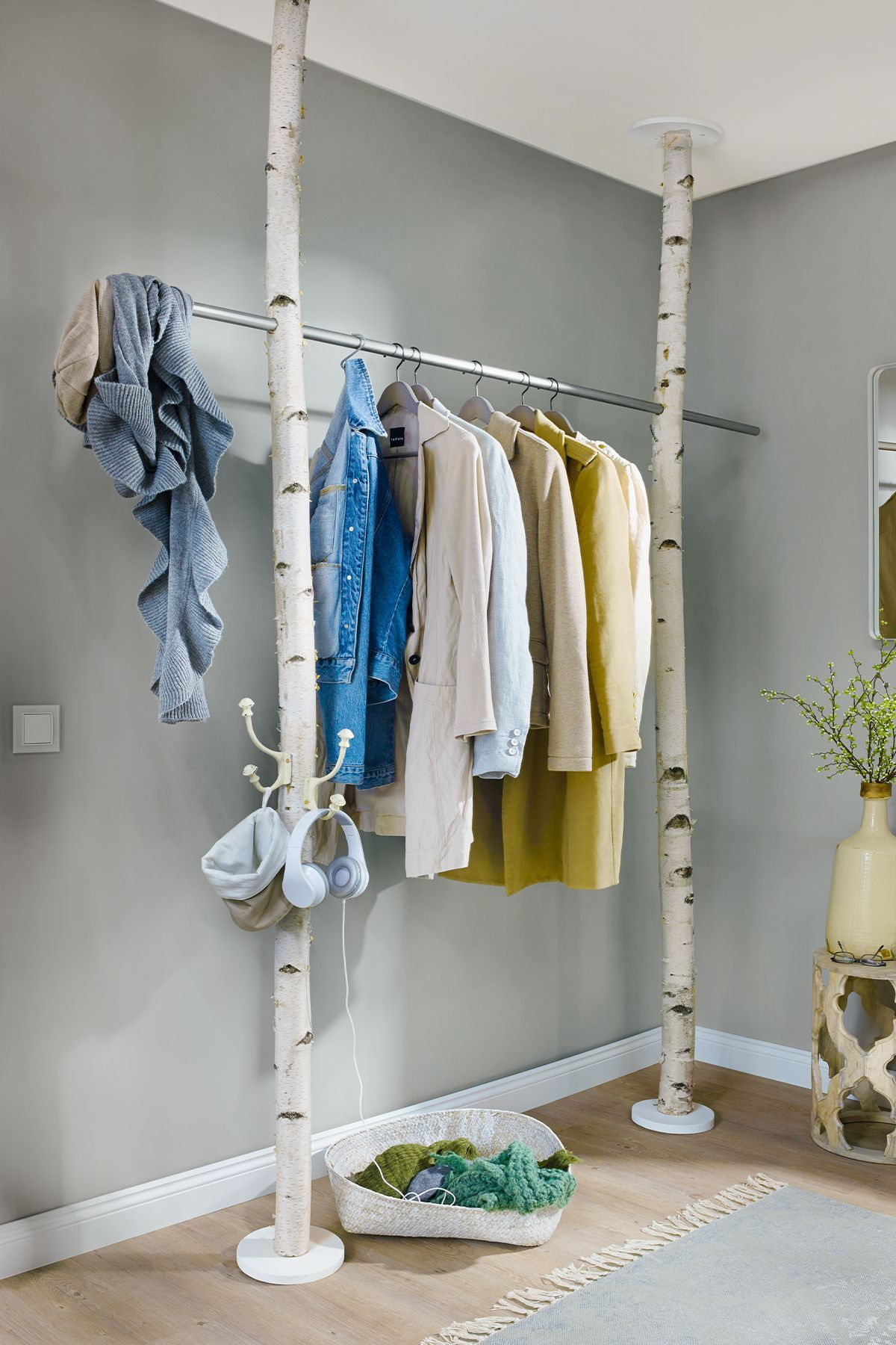Ungewöhnliche Garderobe aus Birkenstämmen   aus  ...