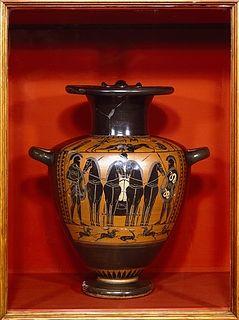 Hydria med vognscene og jagtfrise (bug) og Herakles med den nemeiske løve (skulder). Græsk