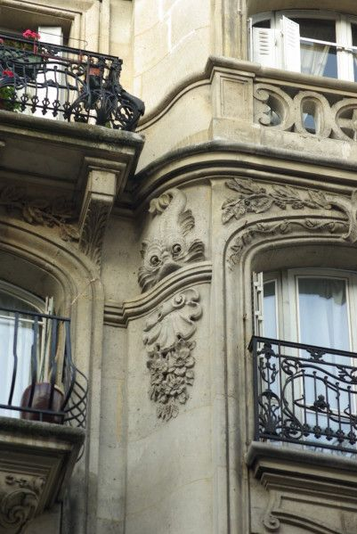 Architecture Parisienne.  Rue Championnet