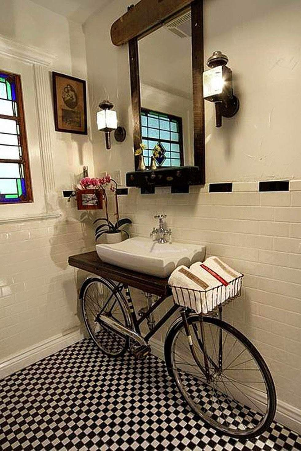 Una cómoda en el baño. Como decorar el baño con muebles recuperados y pintados. Nuestro mayor espacio de intimidad se renueva con pintura.