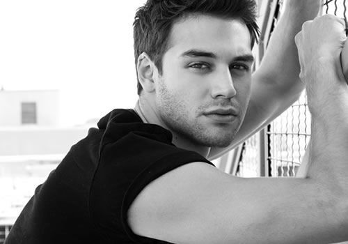 Tips: Ryan Guzman, 2017s chic hair style of the cool talented  actor