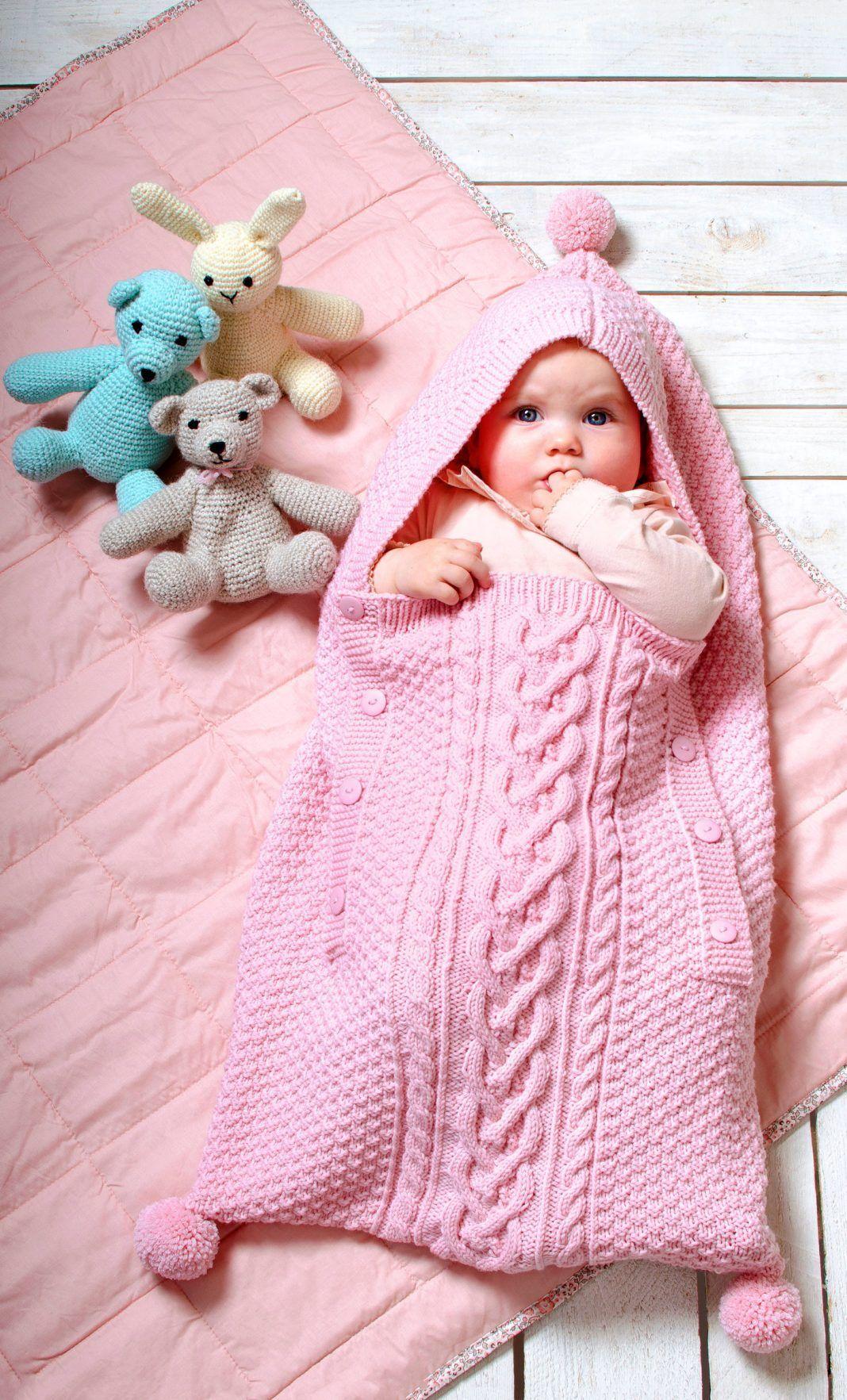 Photo of Baby-Schlafsack im Mustermix – kostenlose Strickanleitung