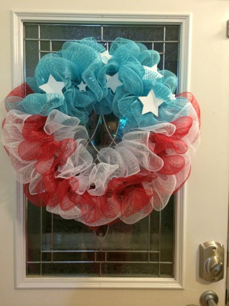 Making a 4th of July Mesh Wreath #decomeshwreaths