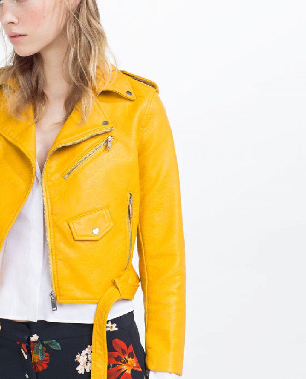 hot sale online d24a3 ea0f6 Perché il chiodo giallo di Zara è diventato virale? | Moda ...