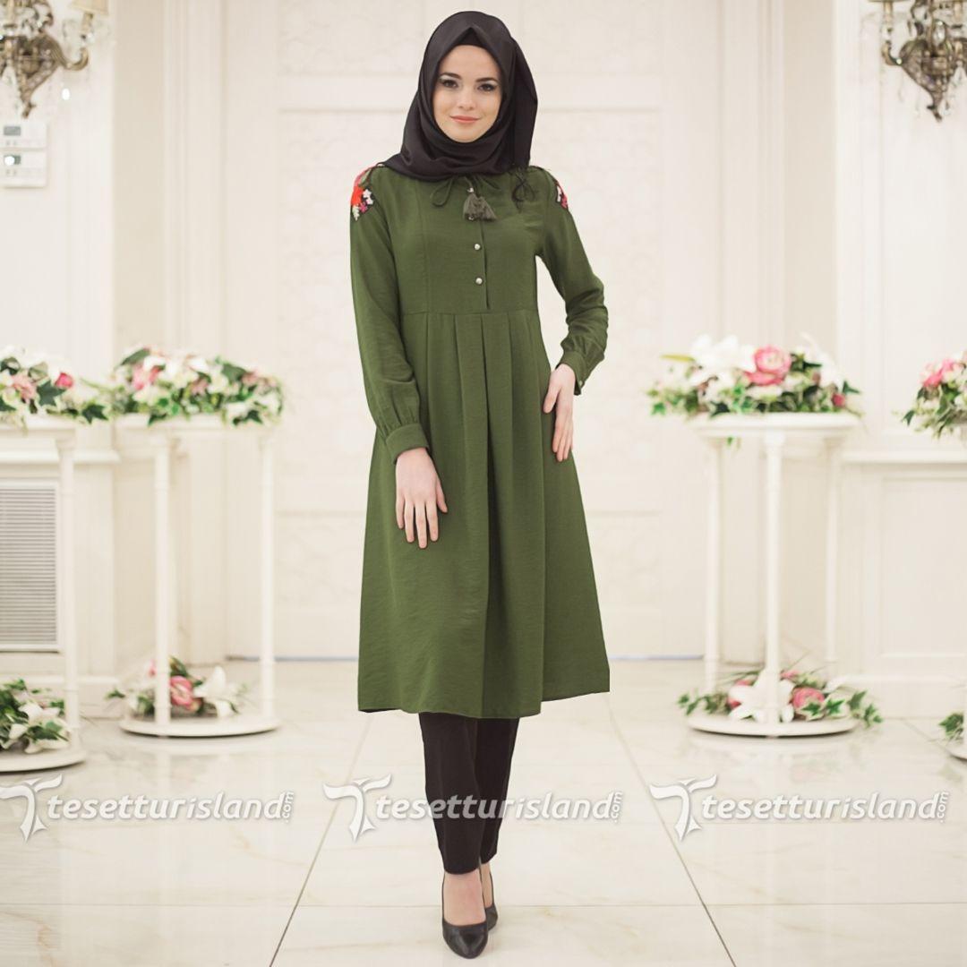 Hewes Line Omzu Nakisli Yesil Tesettur Tunik 866y Tesettur Tesetturabiye Tesetturgiyim Tesetturelbis Blouse Design Models Baby Dress Design Hijab Fashion