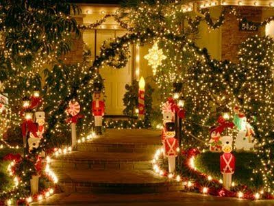 Love this Christmas outdoor lighting idea