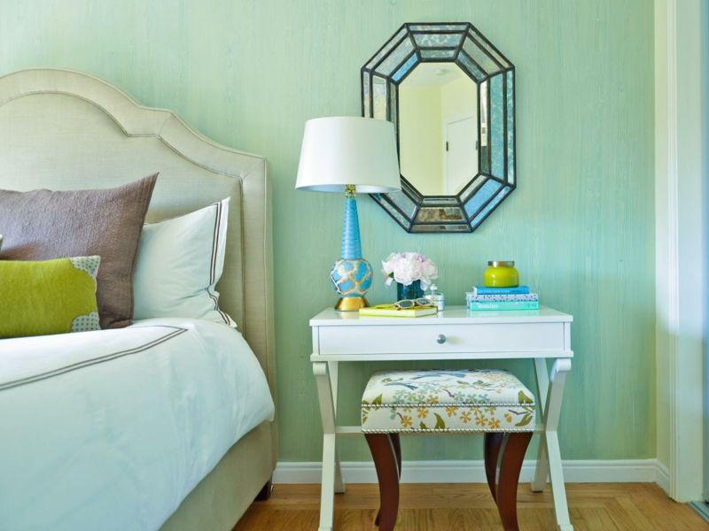 meuble coiffeuse original en console, tabouret et miroir à bords facettes