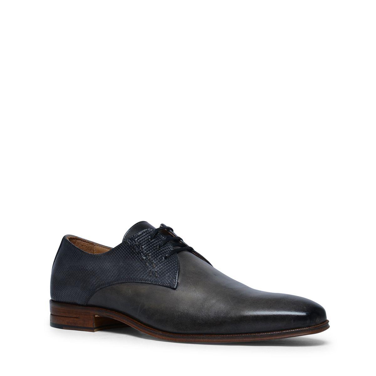 Grijze derby veterschoenen  Description: Maak uw outfit af met deze prachtige grijze veterschoenen. De herenschoenen hebben een binnen- en buitenzijde van leer zodat u iedere dag profiteert van een heerlijke pasvorm. Bijzonder aan dit model het subtiele design op de achterzijde van de schoen wat de schoenen net dat beetje extra geeft. De derby veterschoenen zijn voorzien van een anti-slip laag aan de onderzijde van de schoen.  Price: 139.99  Meer informatie  #manfield