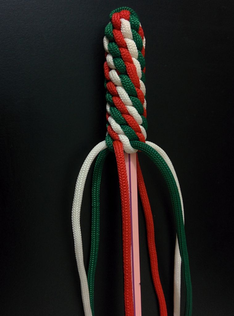 Paracord Fob with hidden compartment : Insert pencil and work up more knots