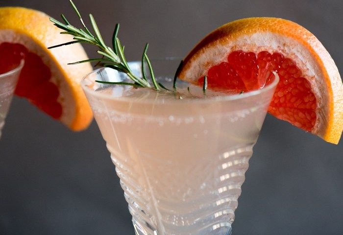 Champagne Grapefruit Cocktail #grapefruitcocktail