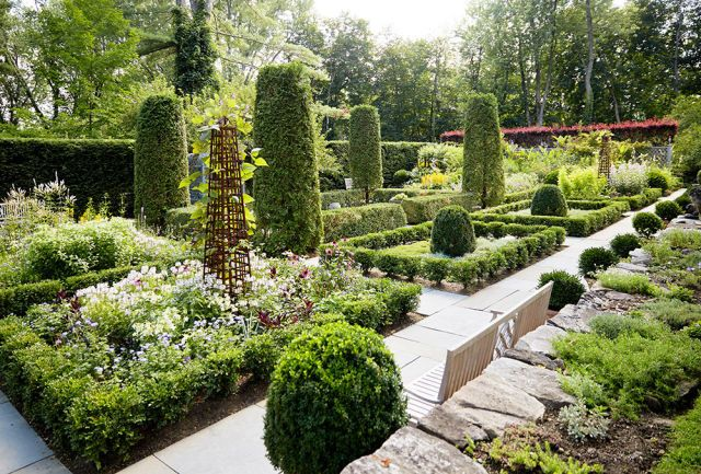 Tour Bunny Williams's Picture-Perfect Garden