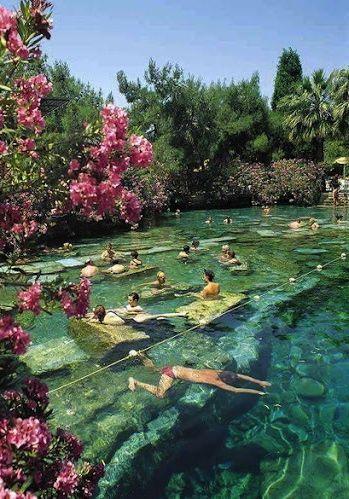 Piscinas De Cleopatra Pamukkale Em Denizli Turquia Foi Declarado Patrimonio Mundial Da Humanidade Pela Unesco E Places To Travel Places To Go Places To See