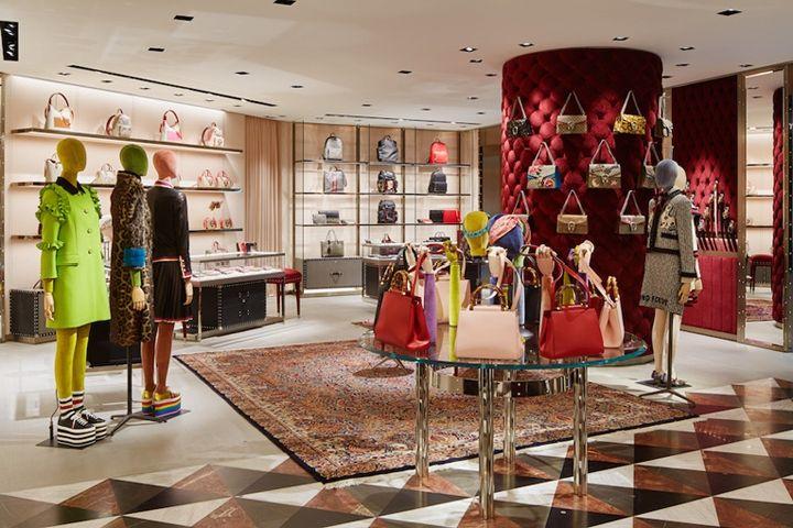 Gucci store by Alessandro Michele Tokyo Japan   Boutique ladies en ... 2e67f497647