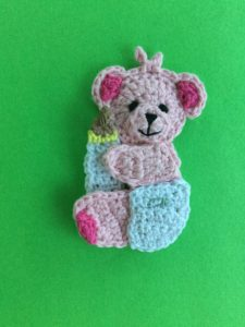 Get this free crochet pattern of a crochet baby teddy bear applique. #babyteddybear
