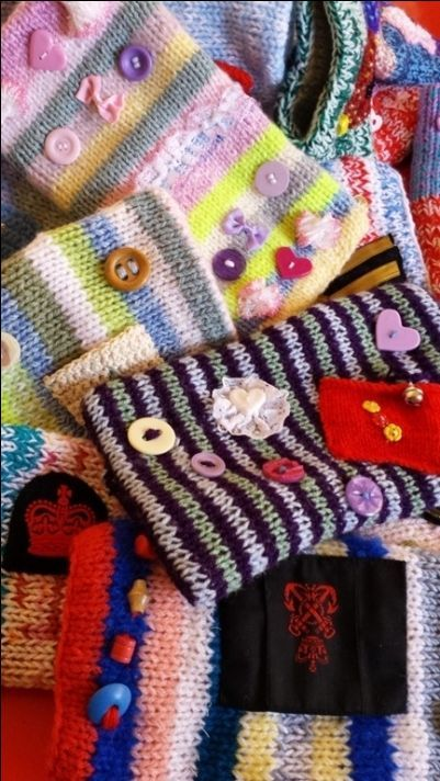 twiddlemuff2 | Knitting for charity, Fidget quilt ...