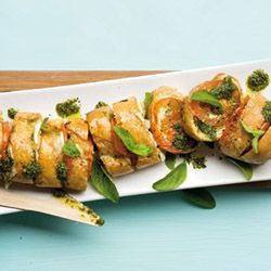 Can't decide between pizza and garlic bread? Try this fantastic combo: pizza-style garlic bread