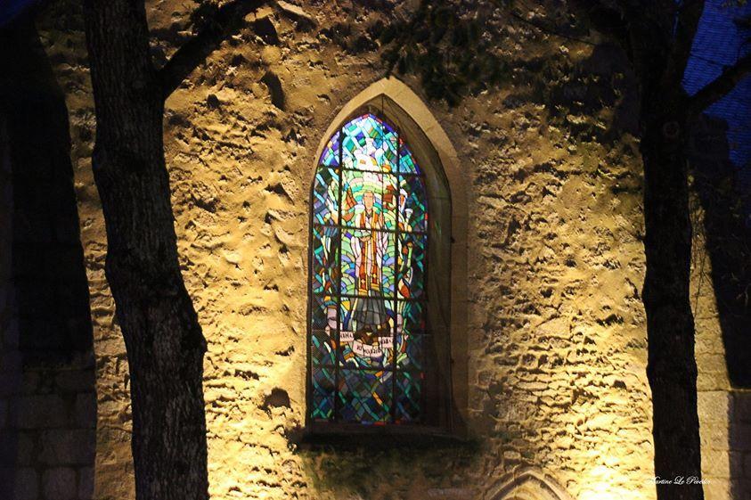 Vitrail de l'église Notre Dame de Larmor Plage - Morbihan - France