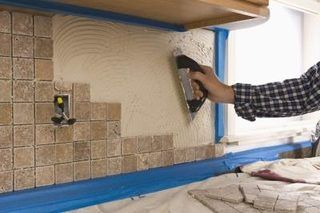 How To Fill The Backsplash Gap Ehow Home Improvement Projects