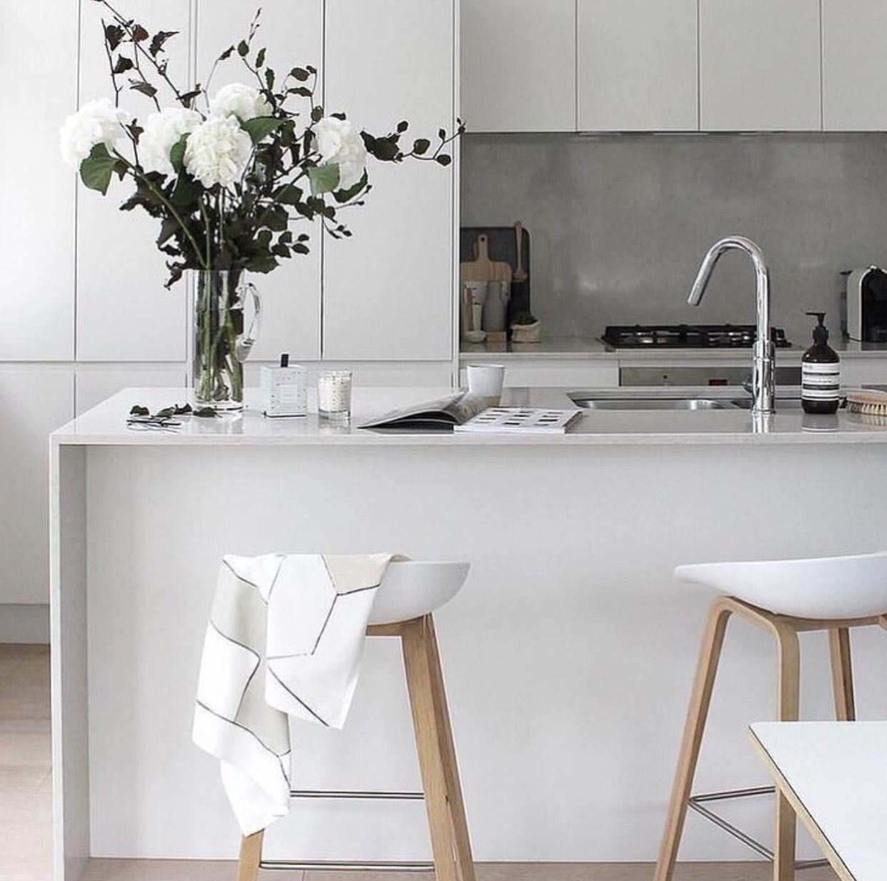 Fabulous flowers and great stools Fresh flowers in the kitchen at ...