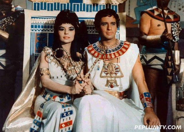 Cleopatra (Pascale Petit) and Ptolemy (Corrado Pani) vie for the throne in A QUEEN FOR CAESAR | Cleopatra, Movies, Women