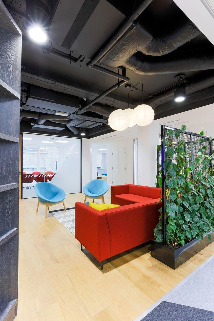 Breakout Area Flexible Office Design This Breakout Space At Mri Software Ticks Alot Of Office Office Interior Design Home Office Design Office Interiors