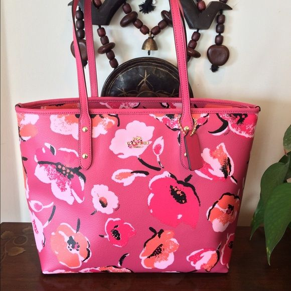 c5b3b7cbcd2e Coach! Floral City Tote Authentic from Coach. Perfect summer   spring large  tote. Printed coated canvas. Zip top closure. Baby pink inside lining.