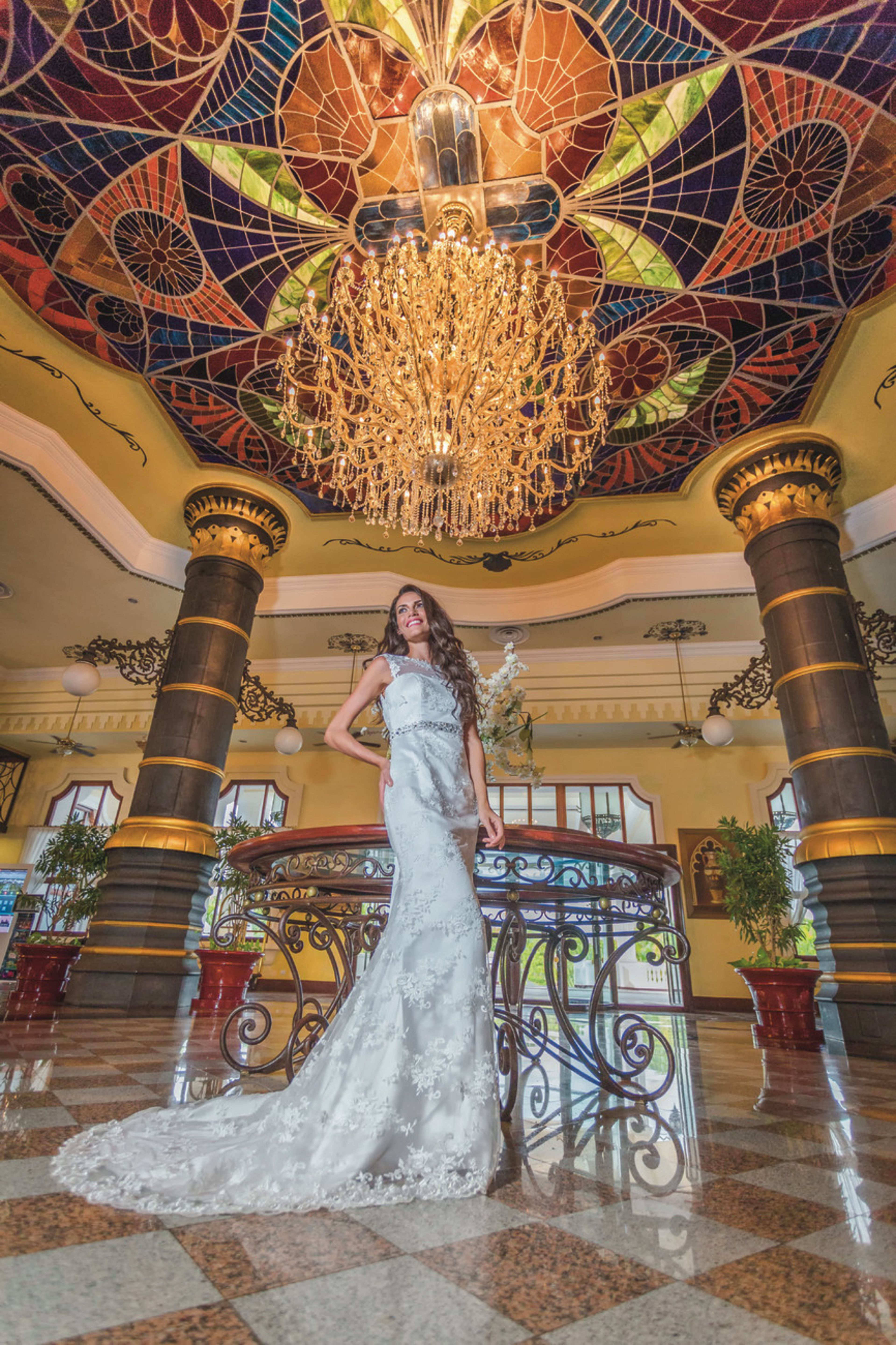 Riu Palace Punta Cana - bride picture idea - chandelier - All Inclusive hotel in Punta Cana, Dominican Republic - Weddings by RIU