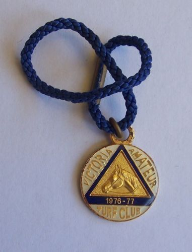 VICTORIA-AMATEUR-TURF-CLUB-MEMBERSHIP-MEDALLION-NO-2474-1976-1977