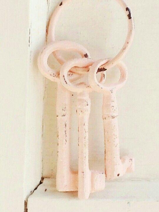 pink shabby keys