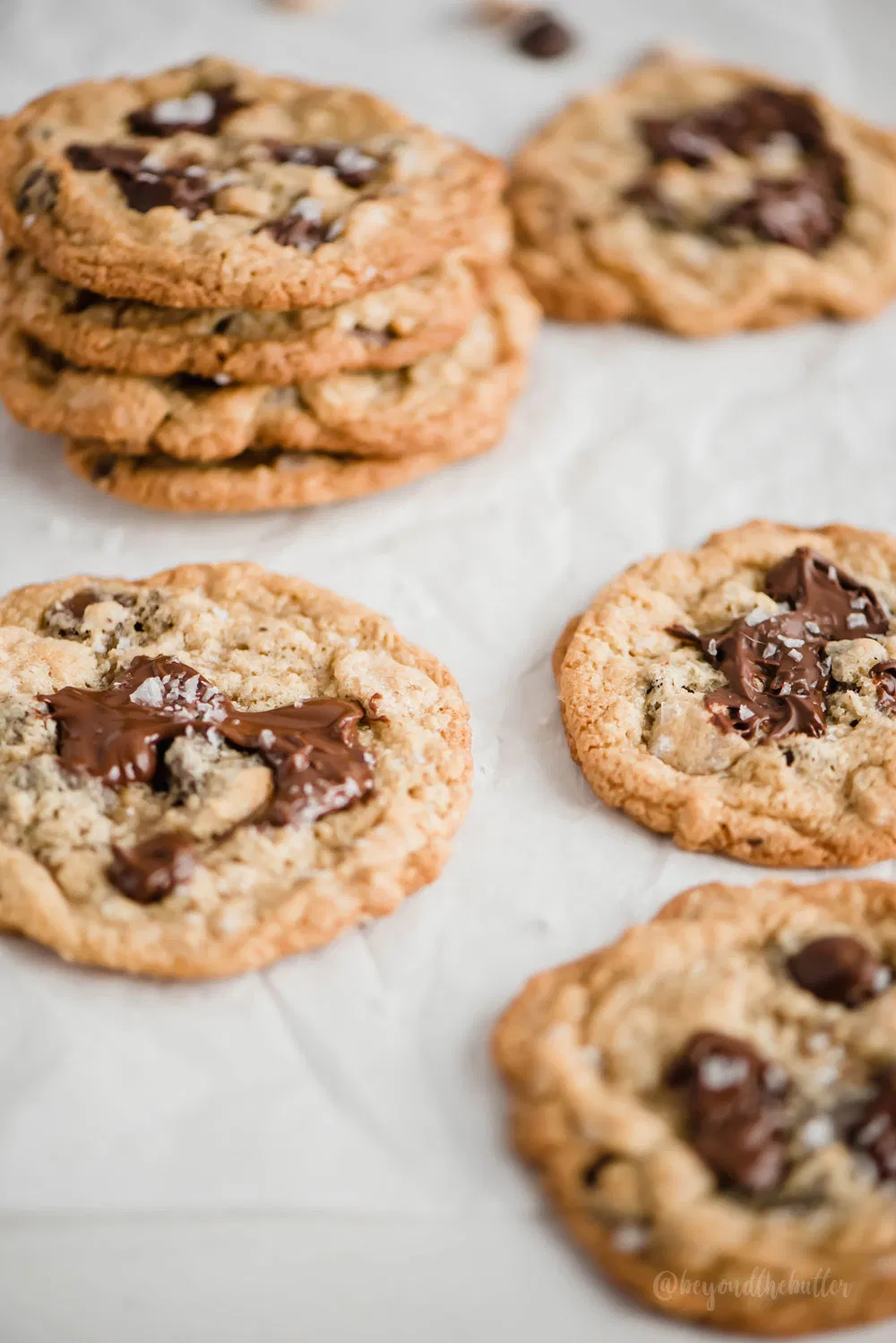 These are THE BEST Oatmeal Chocolate Chip Salted Caramel Cookies ever! They're a much bigger, more spread out cookie that is thin and slightly crispy on the outside, but oh-so-delicious and chewy on the inside. They are absolutely perfect! #oatmealchocolatechipcookies #oatmealcookies #chocolatechipcookies #saltedcaramelcookies #cookies #easycookierecipes #dessertrecipes