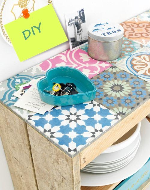 Hacer muebles con palets ¡éste con baldosa geométrica es - muebles diy