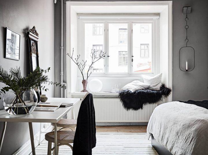 salón nórdico puertas dobles blancas Paredes grises y carpintería
