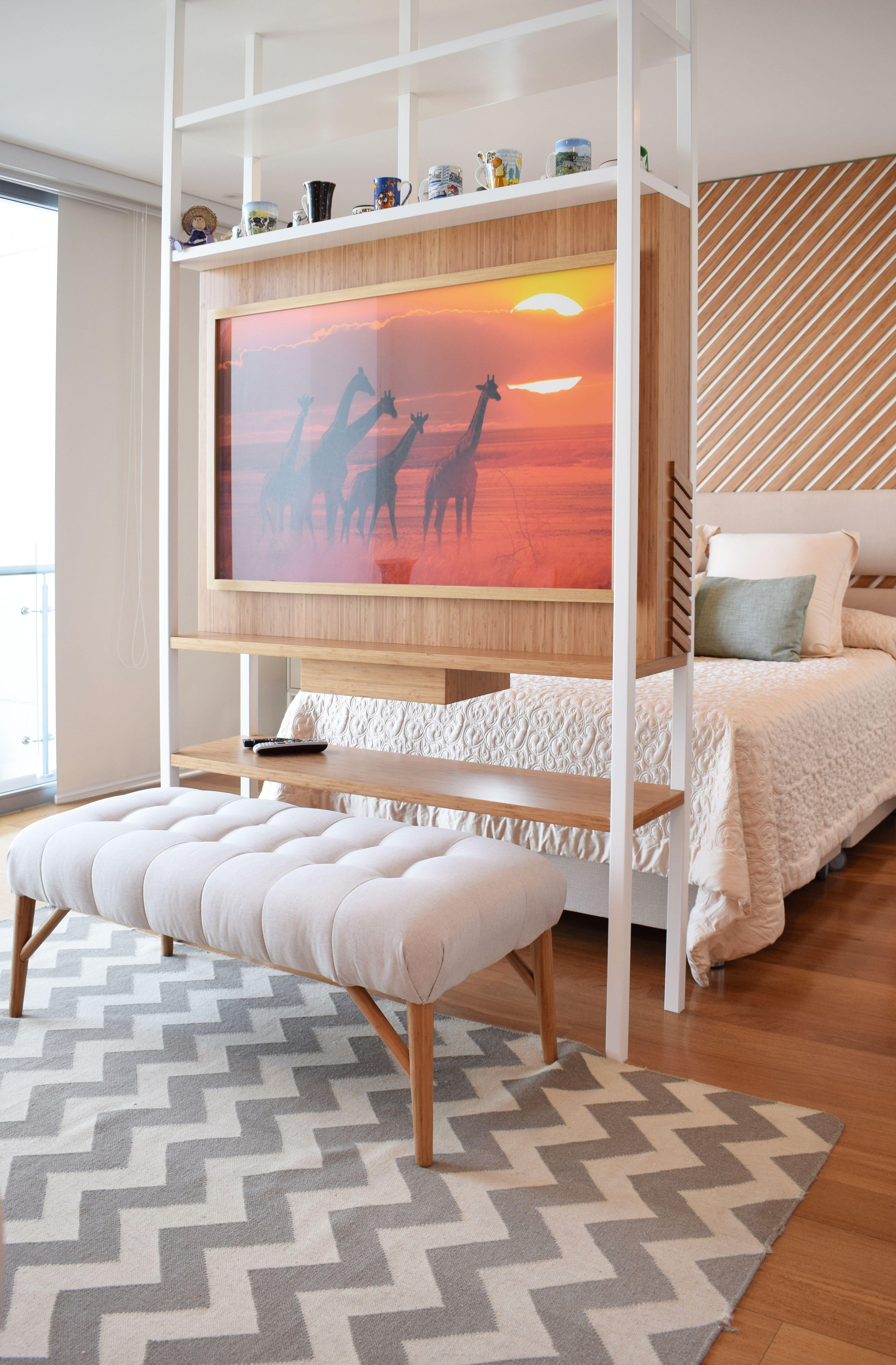 Proyecto Mueble Funcional Diseño De Mobiliario A Medida: Mueble TV A Los Pies De La Cama, Decorativo Y Funcional En