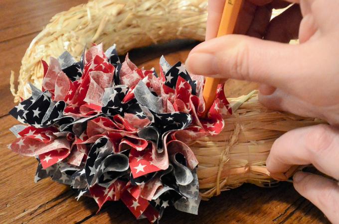 Photo of Easy Patriotic Fabric Wreath Tutorial – petals, cakes and more