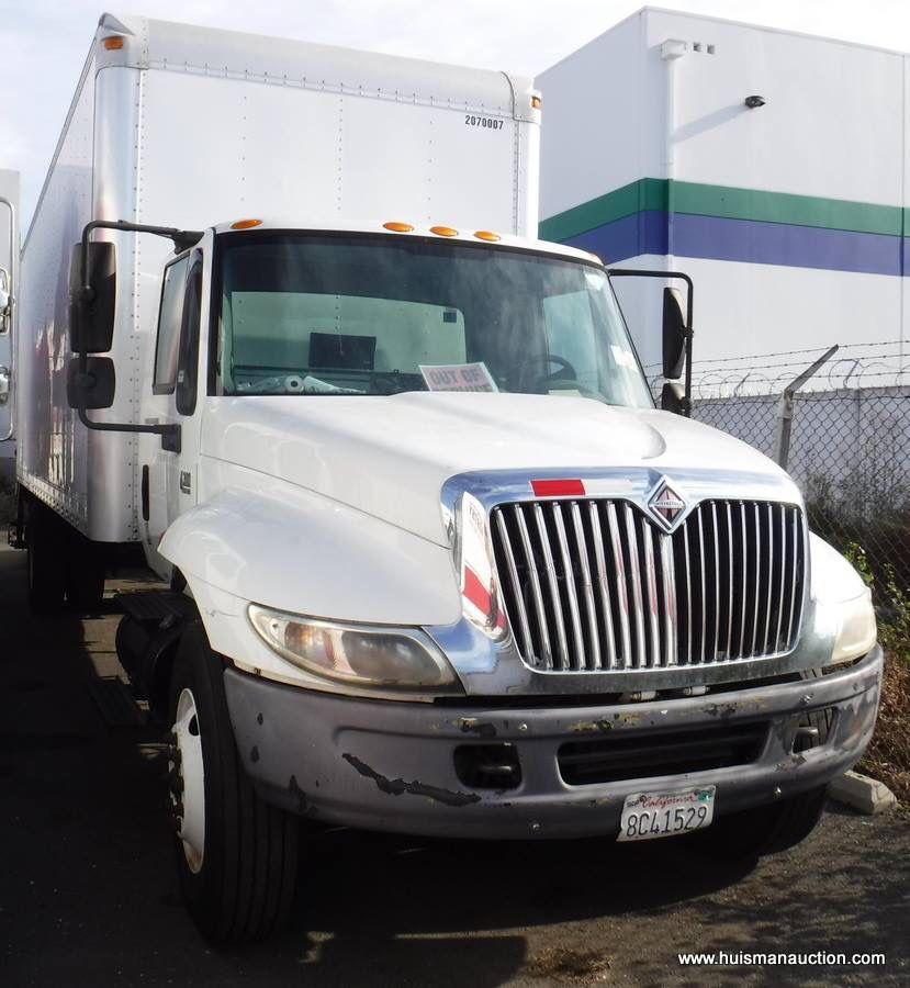 Bid Gallery Id 12 Surplus Fleet Vehicles Box Truck Dry Van Huisman Auctions Trucks Vehicles Van