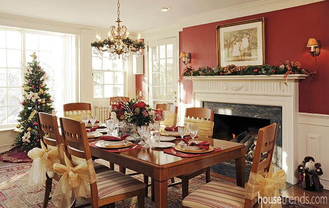 Dining Room Colors Reflect The Holiday Season