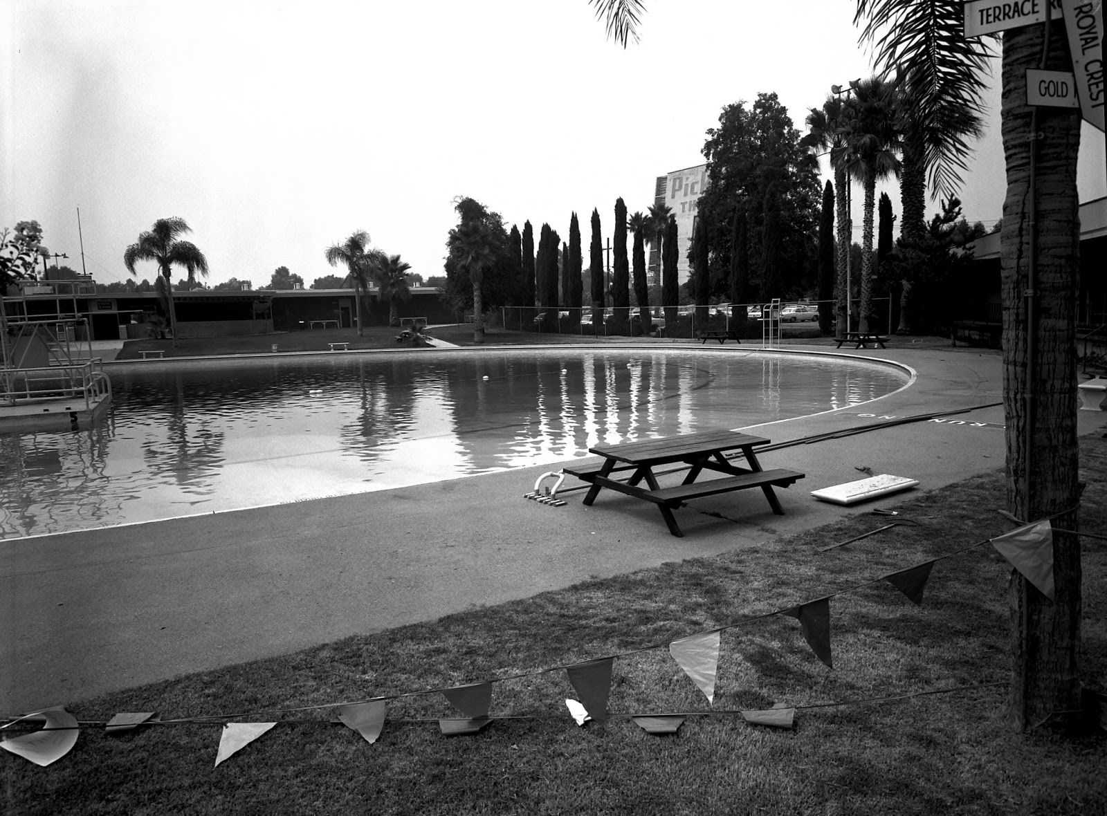 Just Down The Street From My Place Stands A Recreation Center With An Ominous Past Pickwick Bowling Alley And Gardens The Re Burbank Toluca Lake Los Angeles